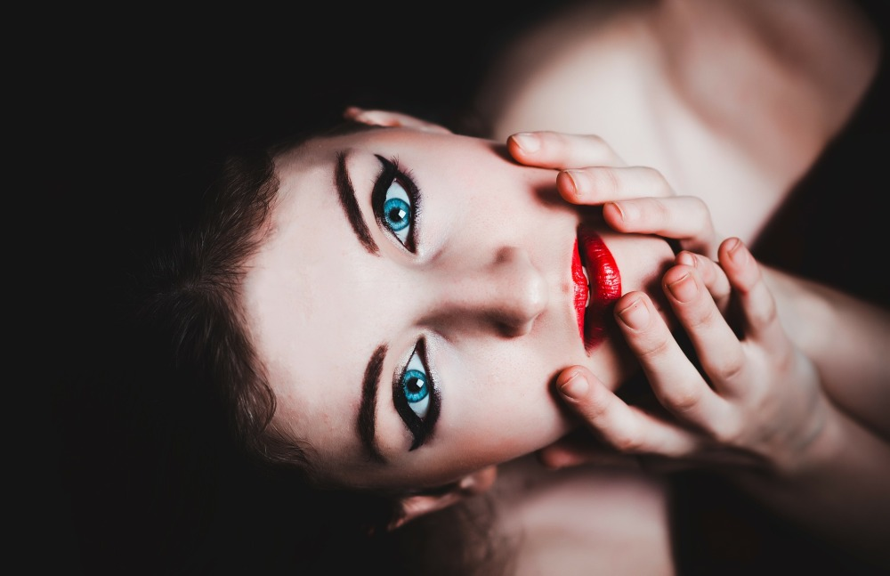 blue-eyes-237438_1920