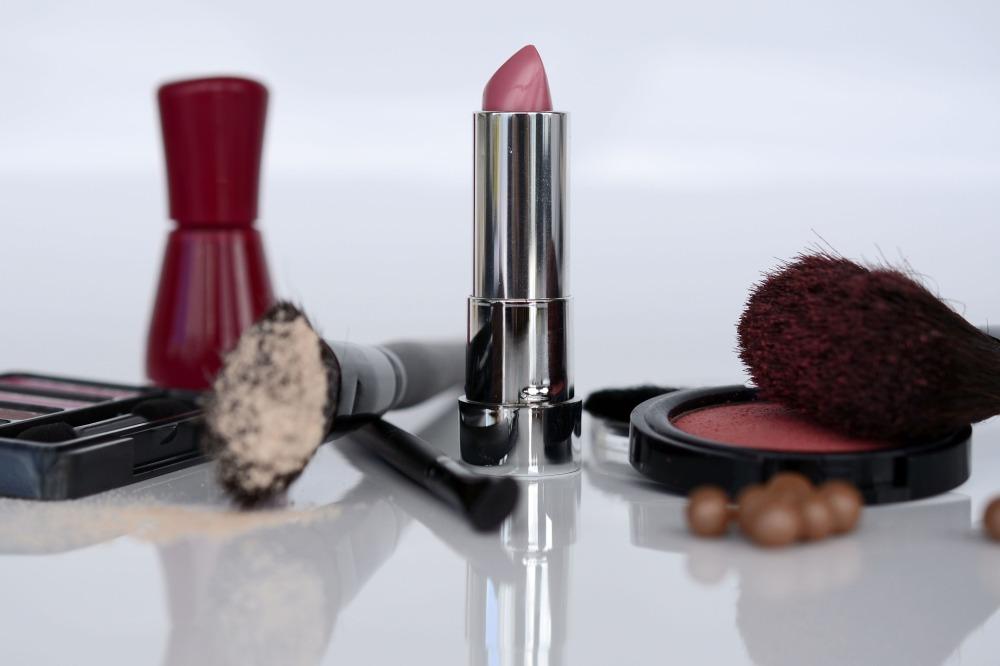 cosmetics-1367782_1920